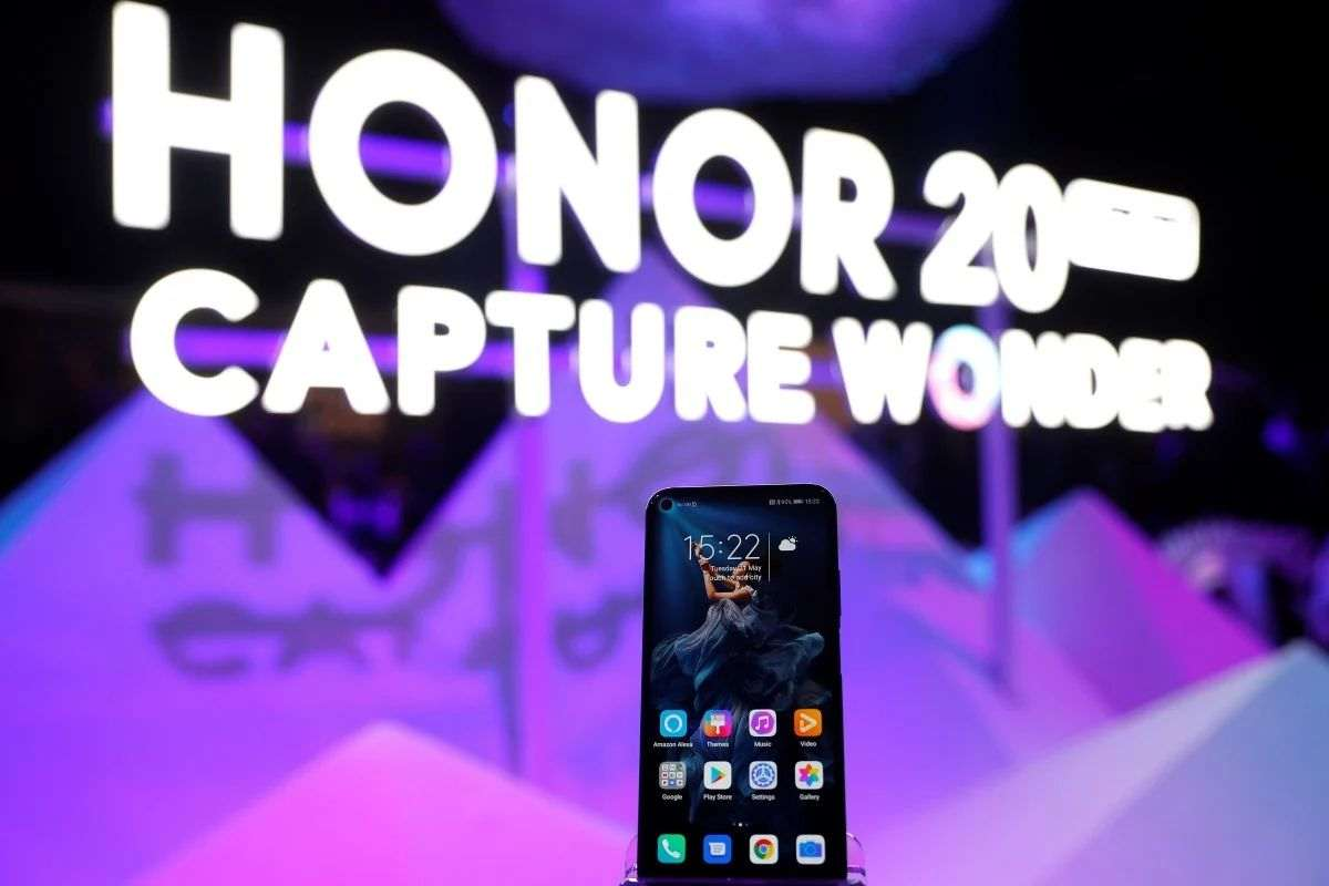 Huawei, alt markası Honor'u resmen sattı