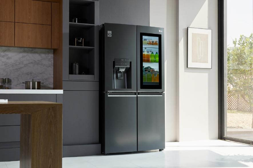 LG'nin yeni InstaView buzdolabı, sesle etkinleştirilme özelliğine sahip