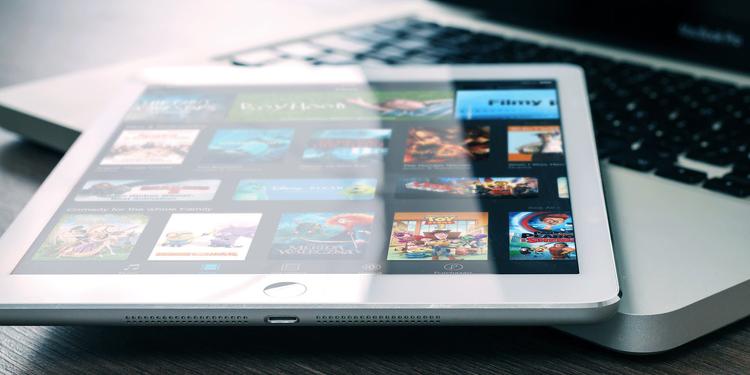 Netflix üzerinden bilgisayara ve telefona film ve dizi indirme işlemi son derece basittir: Herhangi bir PC programı ya da uygulama kullanmadan nasıl gerçekleştirilir?