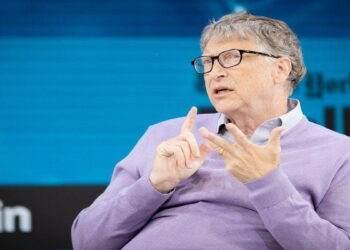 Bill Gates, koronavirüs ile ilgili komplo teorilerine yanıt verdi