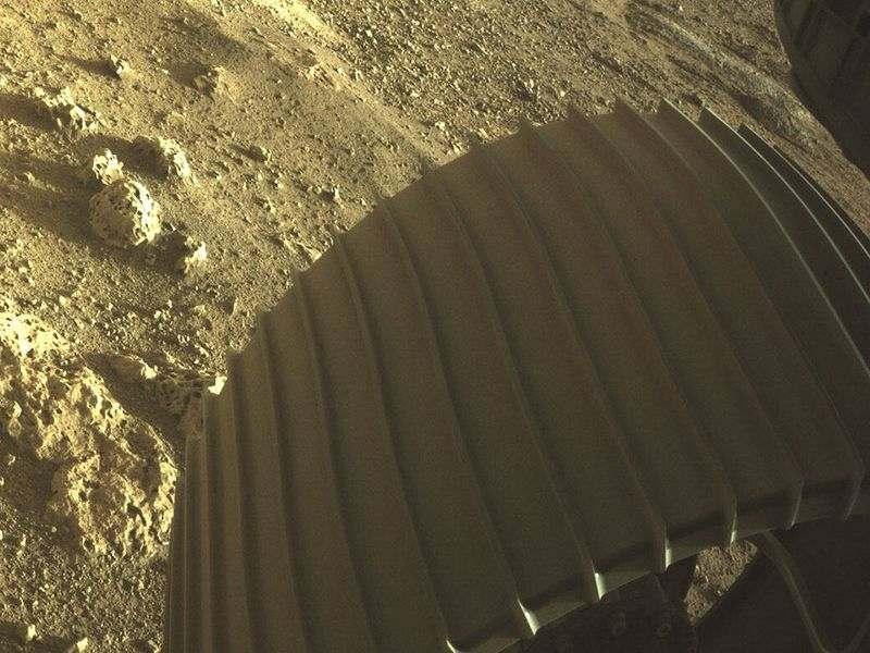Perseverance, Mars'tan ilk fotoğraflarını gönderiyor: Renkli ve yüksek çözünürlüklü Mars yüzeyi