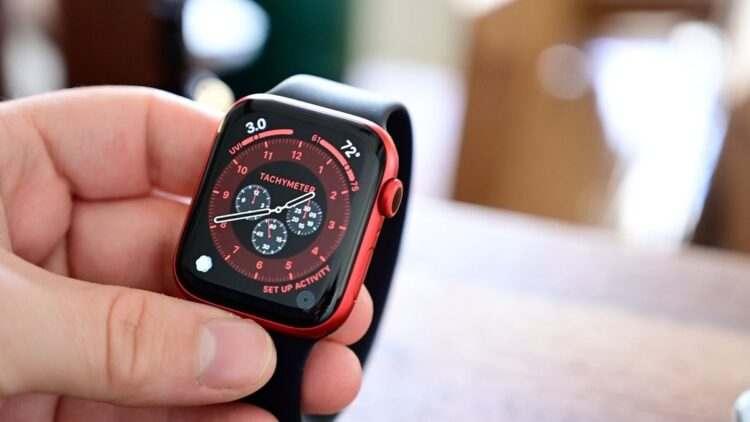Apple, Apple Watch Series 5 ve SE'deki şarj hatasını düzeltmek için watchOS 7.3.1'i yayınladı