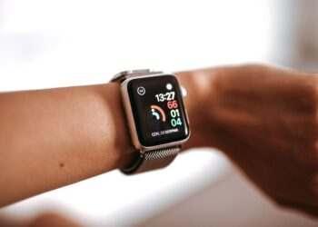 Apple, üç yeni Apple Watch reklamı yayınladı
