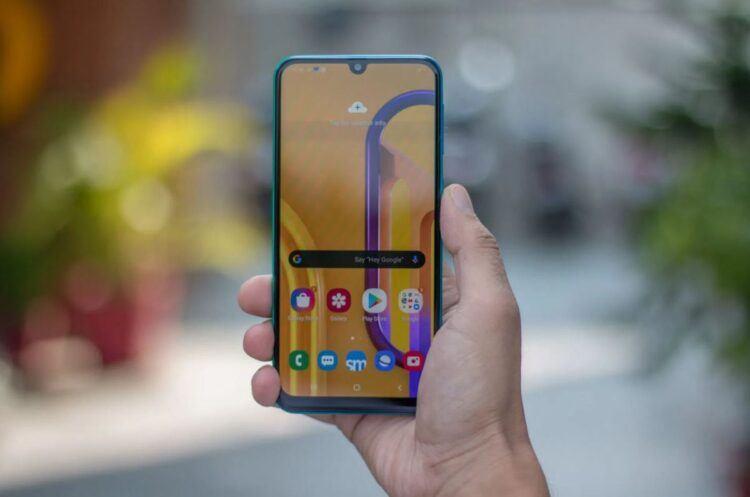 Samsung Galaxy M30s, One UI 3 ile Android 11 güncellemesi almaya başladı
