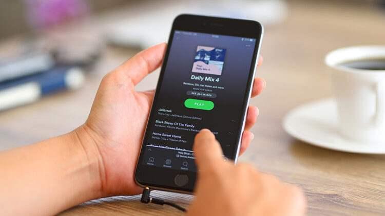 Spotify'da çalma listesine özel kapak fotoğrafı ekleme