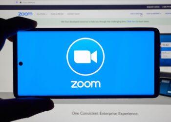 Zoom, ücretsiz hesaplar için anlık metin çevirisi sunacak