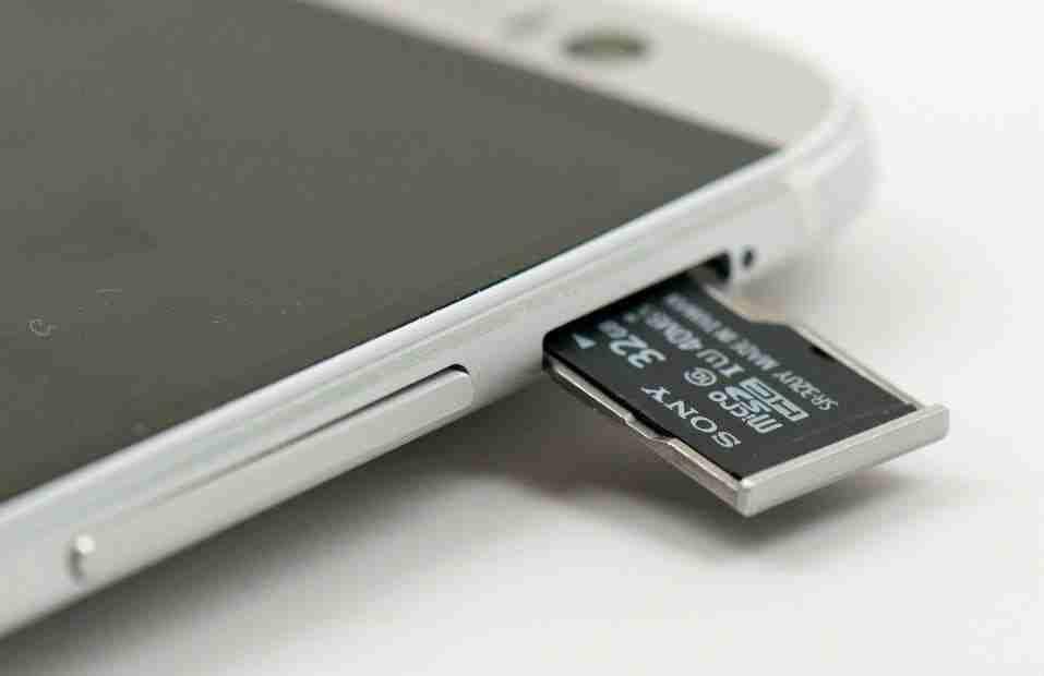 Bir akıllı telefonun hangi boyutta microSD kabul ettiğini nasıl öğrenebilirim?