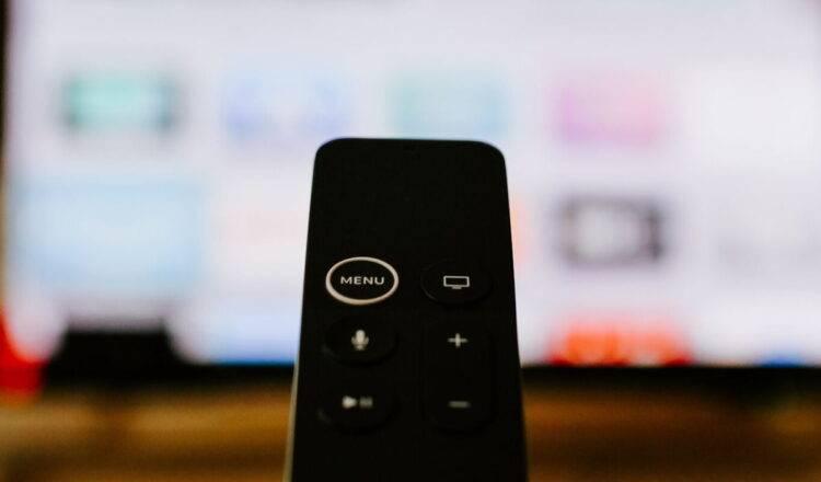 Apple, Apple TV için yeni bir uzaktan kumanda geliştiriyor