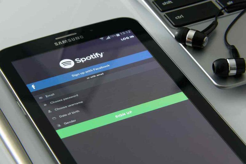Spotify, eller serbest kontrol için uygulamada sanal asistanını tanıtıyor