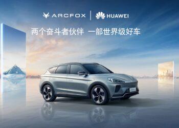 Huawei, HarmonyOS destekli Arcfox Alpha S elektrikli otomobille otonom sürüş sunuyor