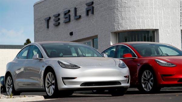 Tesla itiraf ediyor: Tam otomatik sürücüsüz arabalar bu yılın sonunda hazır olmayacak
