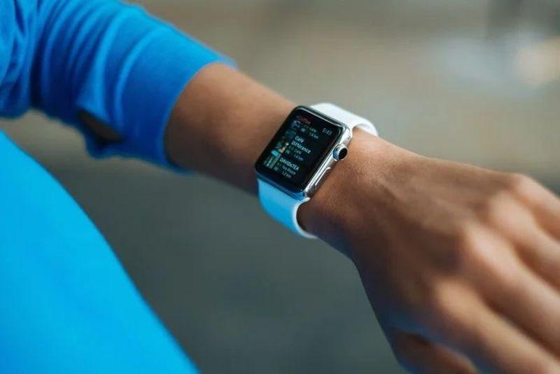 Apple, geliştiriciler için artık kullanıma sunulan watchOS 7.5'in üçüncü beta sürümünü yayınladı