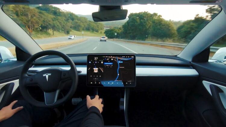 Tesla'dan itiraf: Tam otonom modeller bu yılın sonunda hazır olmayacak