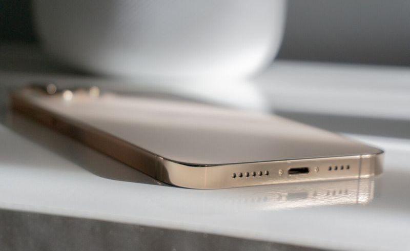 iPhone hoparlörlerini ilk günkü gibi ses çıkarmak için nasıl temizlerim?