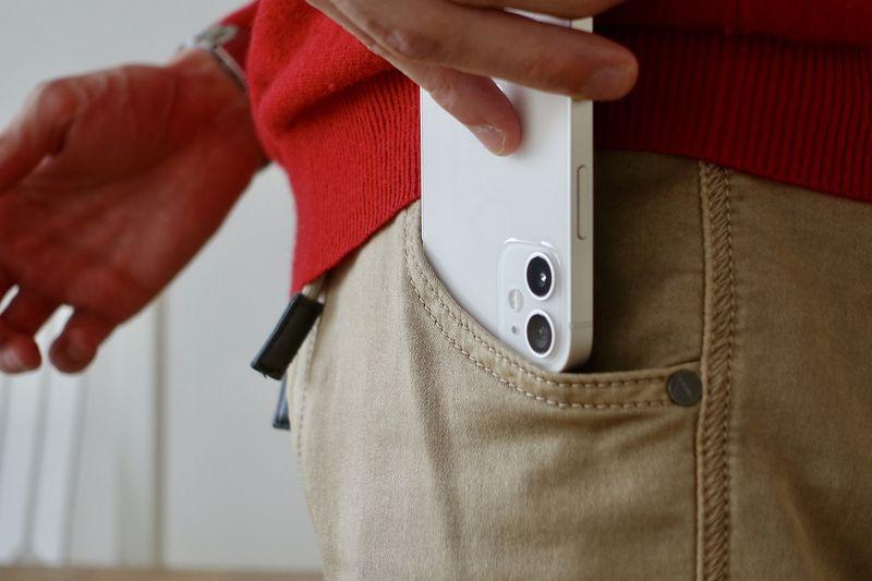 Apple, tıbbi cihazlardan güvenli bir mesafede tutulması gereken ürünlerinin bir listesini paylaşıyor