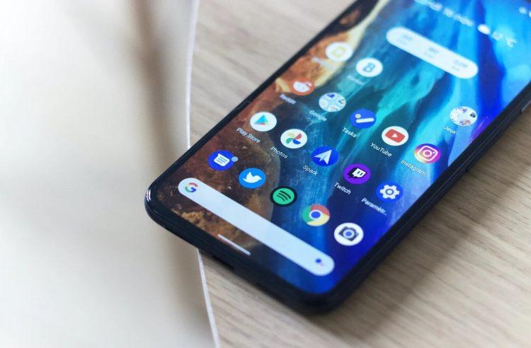 Google, rakiplerinin Android'de varsayılan arama motorları olarak görünmesine izin verecek