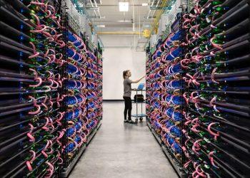 Google, yapay zekasının insanlardan daha hızlı makine öğrenimi çipleri tasarladığını açıkladı