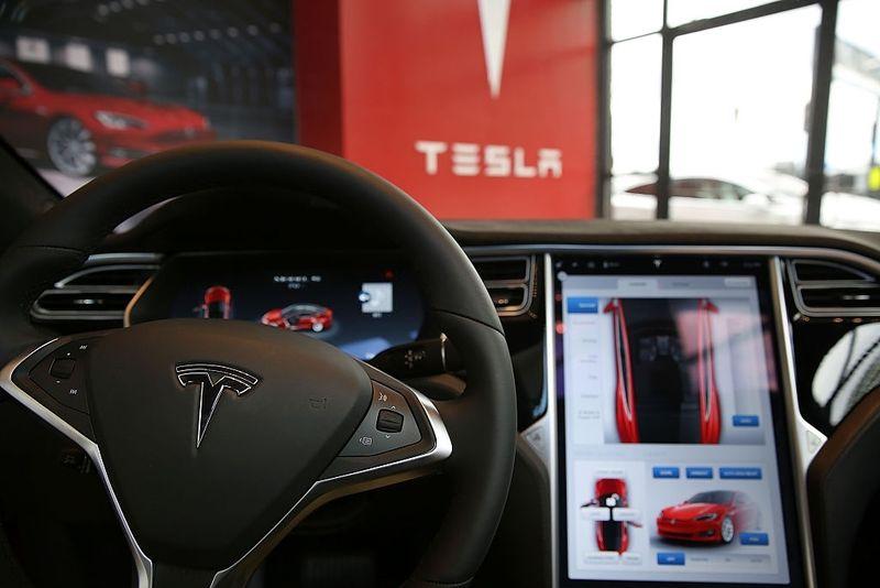Elon Musk, Autopilot'u geliştirmenin zorluklarını hafife aldığını kabul ediyor