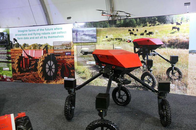 Robotlar ve yapay zeka ile ilk tam otomatik çiftlik