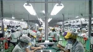 Vietnam'da Apple ve Samsung tedarikçileri, COVID-19 yayılmasını önlemek için işçileri fabrikada uyutuyor