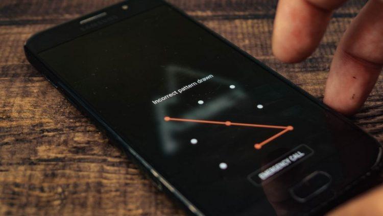 Ekran kilidi deseni unutulan akıllı telefon nasıl açılır?