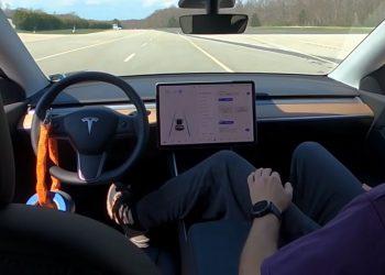 Elon Musk, otopilotu geliştirmenin zorluklarını hafife aldığını kabul etti