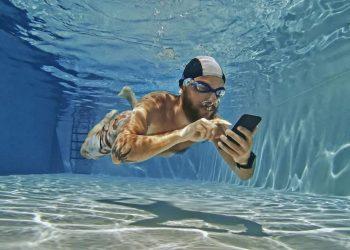Bu uygulama Android telefonunuzu ıslatmadan suya dayanıklılığını test ediyor