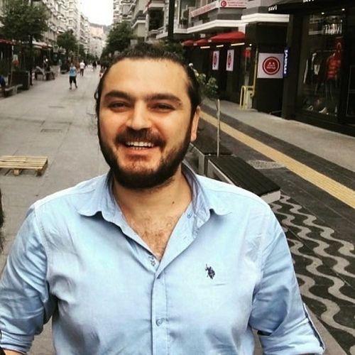 Önder Abay, Gazeteci-Yazar