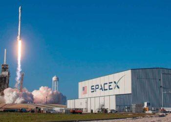 SpaceX ürettiği uzay çöpü ve uzay reklamcılığı hedefleri nedeniyle eleştiriliyor