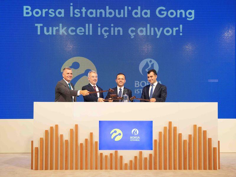 """Turkcell ilk 6 ayda 1,3 milyon yeni müşteriyle 2021 için """"1 milyon"""" hedefini şimdiden ulaştı"""