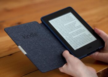 Amazon'dan yeni r-kitap okuyucu: Kindle Paperwhite