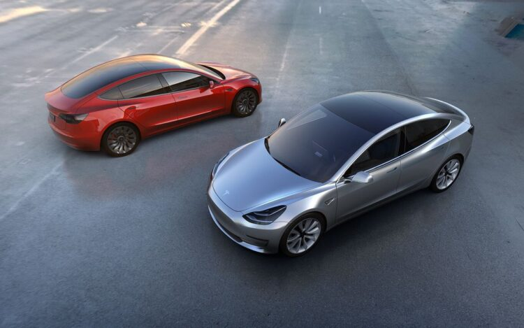 Tesla, tam otonom sürüşleri etkinleştiriyor