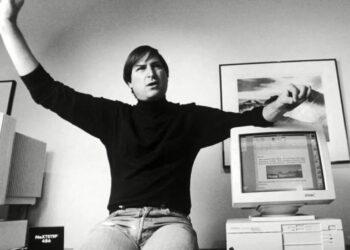 Apple, ölümünün 10. yıldönümünde Steve Jobs için dokunaklı bir video yayınladı