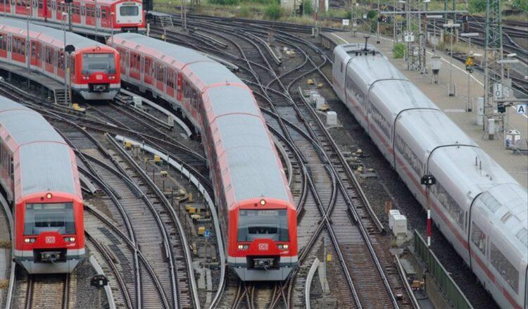 Dünyanın ilk otonom treni Almanya'da tanıtıldı