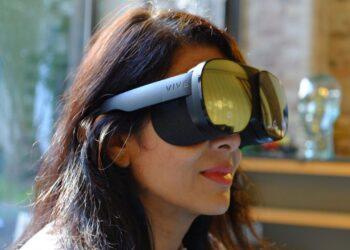 HTC, VIVE Flow VR gözlüklerini tanıttı